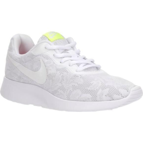NWT Nike Women's TANJUN ENG in White Floral